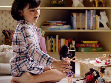 Barbie aprovecha YouTube para entregar un poderoso y emotivo mensaje