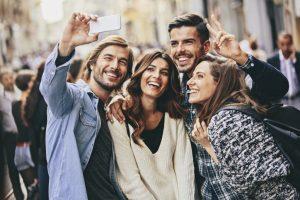 quienes-son-los-millennials-y-como-puedo-convertirlos-en-clientes-de-mi-negocio